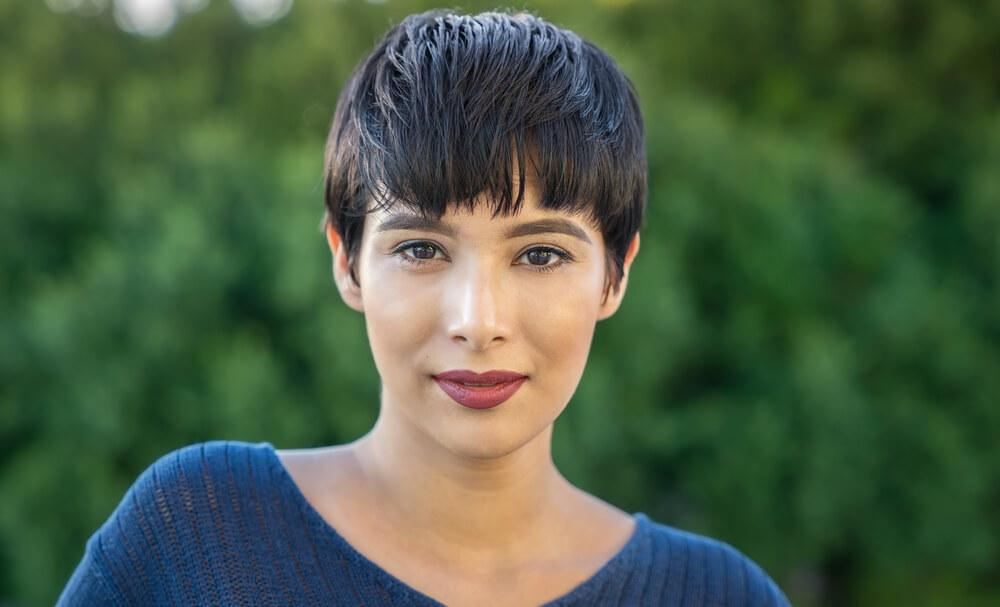 黒髪ショート 女性