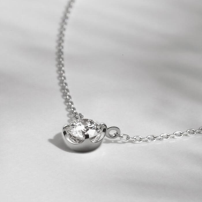 シンプルなダイヤモンドネックレス