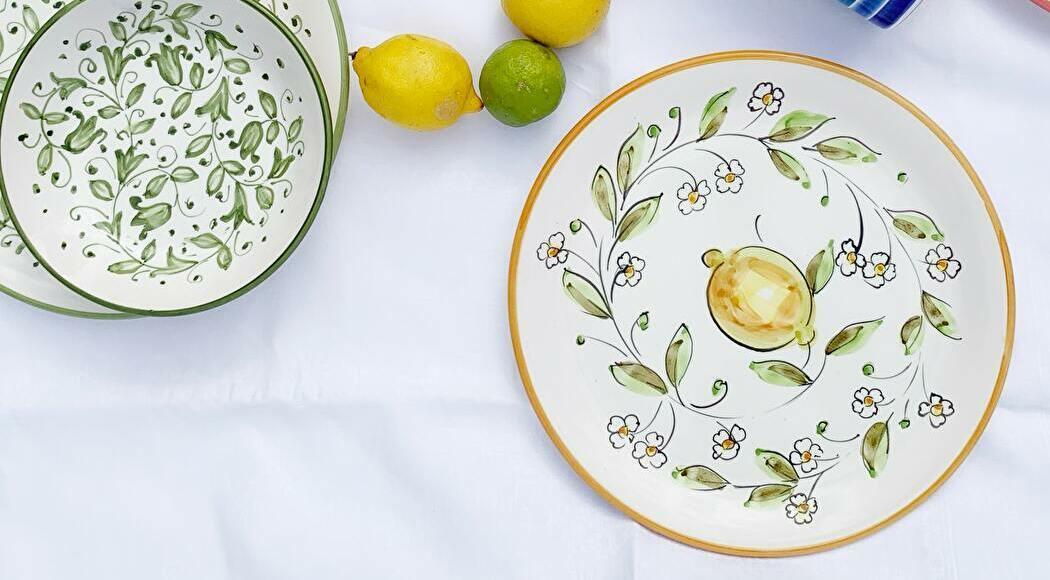 果物や植物が描かれた食器