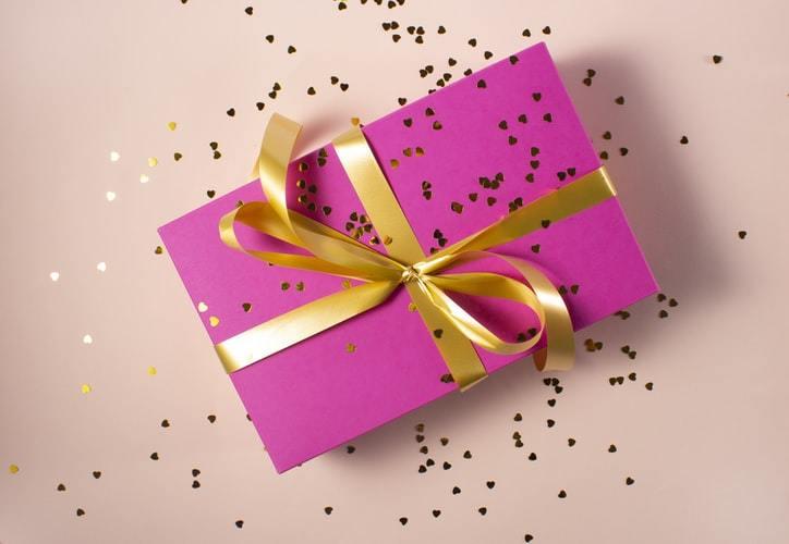ピンクのプレゼントボックス