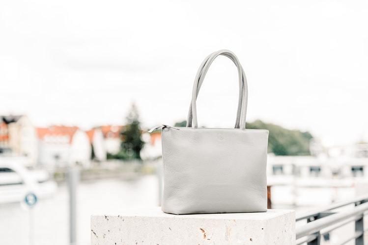 ホワイトのサブバッグ