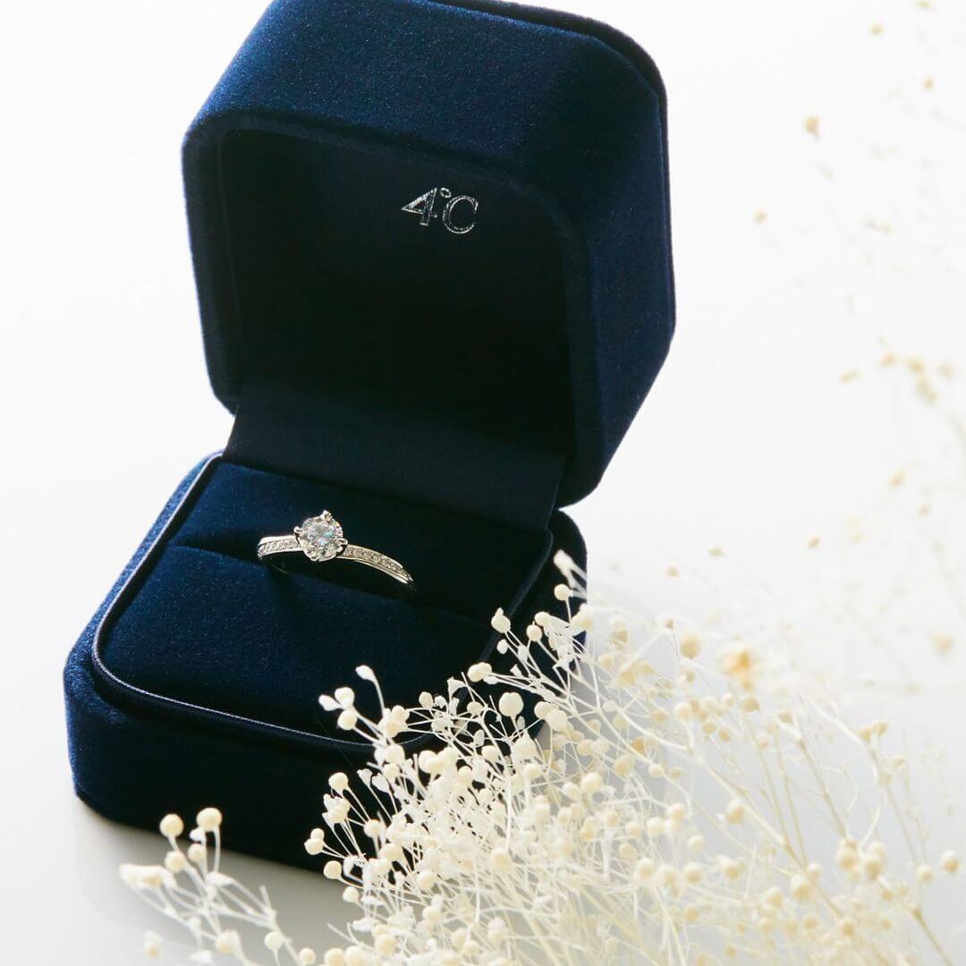 ケースに入った4℃の婚約指輪