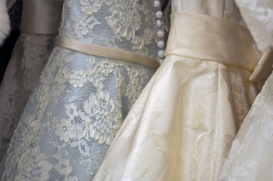 美しいウエディングドレスの生地