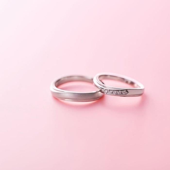 並ぶ4℃の結婚指輪