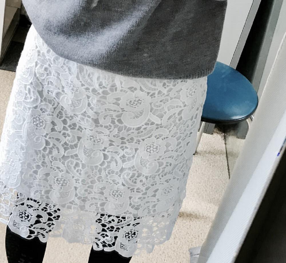レースのタイトスカート