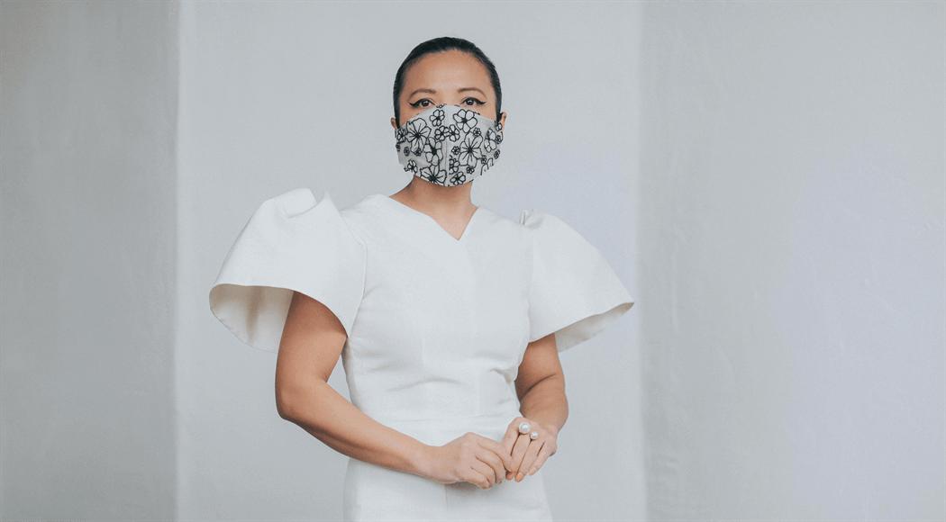 おしゃれなマスクの女性