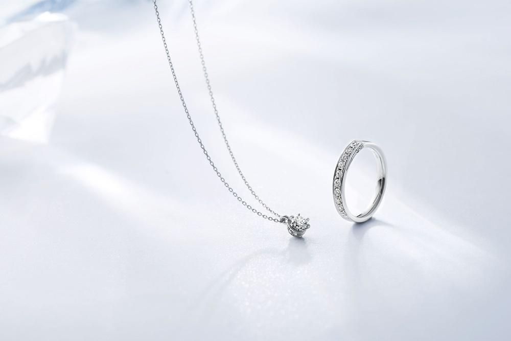 4℃のプレゼントのダイヤモンドジュエリー