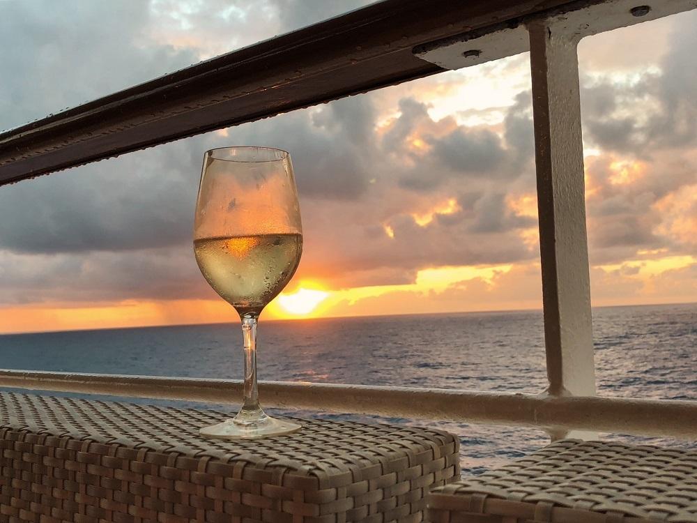 ワイングラスとサンセット
