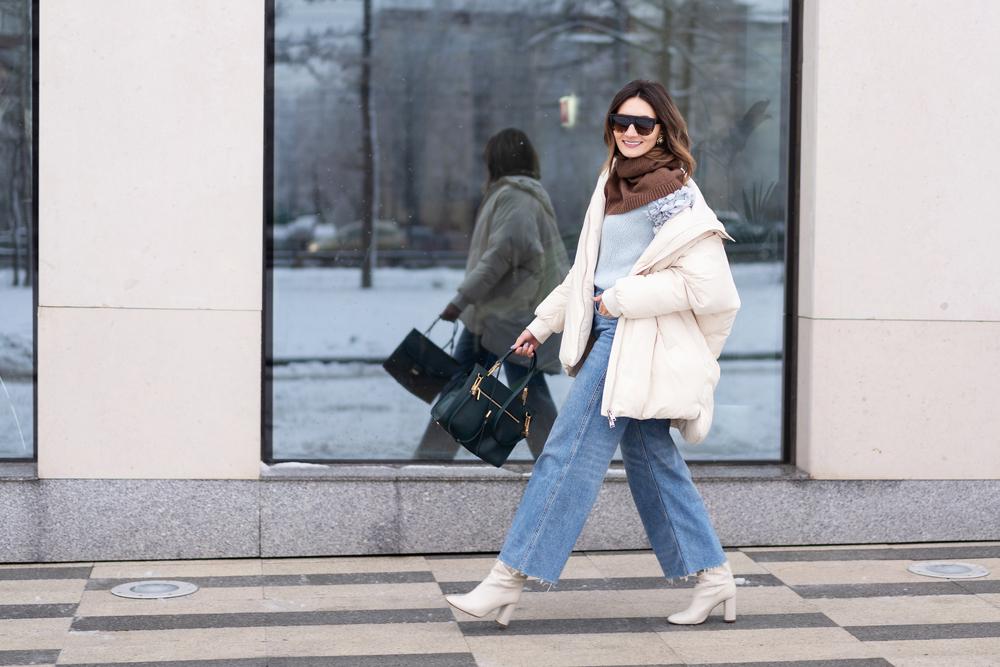 パッファーコートを着ている女性