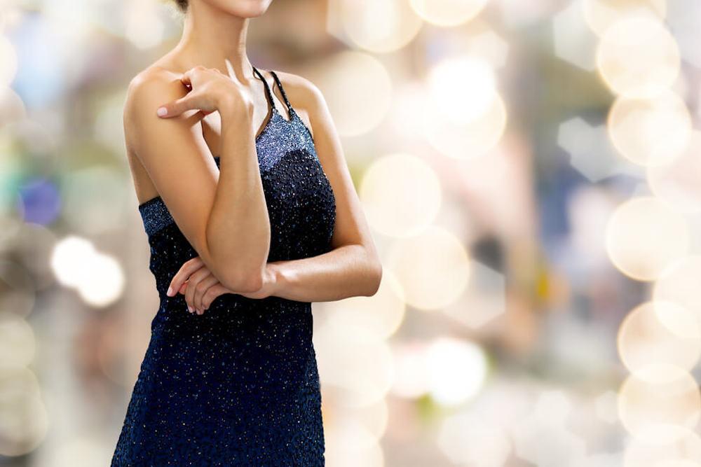 イブニングドレスを着た女性