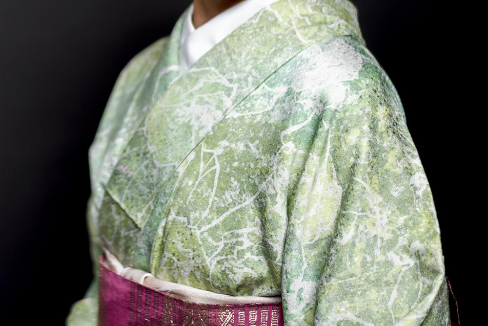 緑色の美しい着物