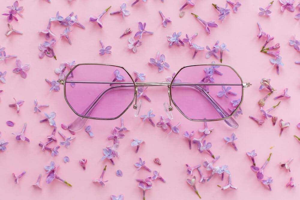 ラベンダーカラーのサングラス