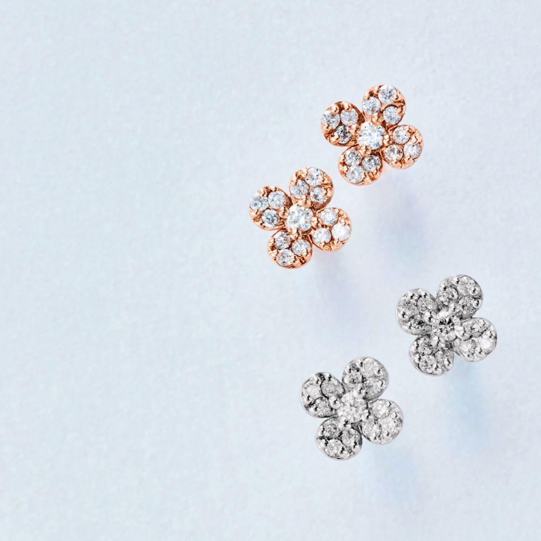 4℃のフラワーモチーフのダイヤモンドピアス
