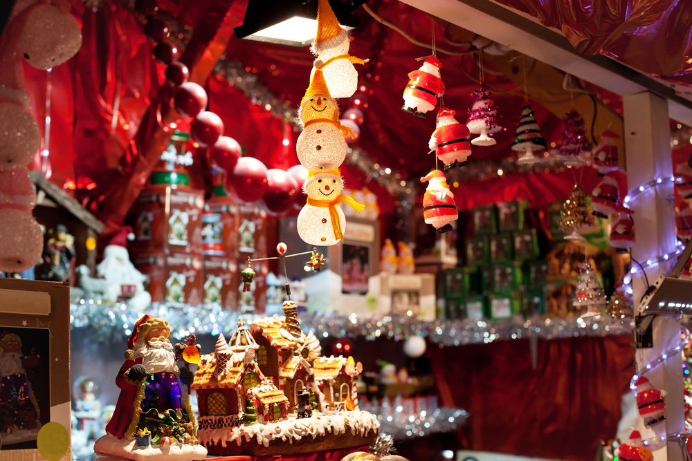 雑貨を販売しているクリスマスマーケットの店