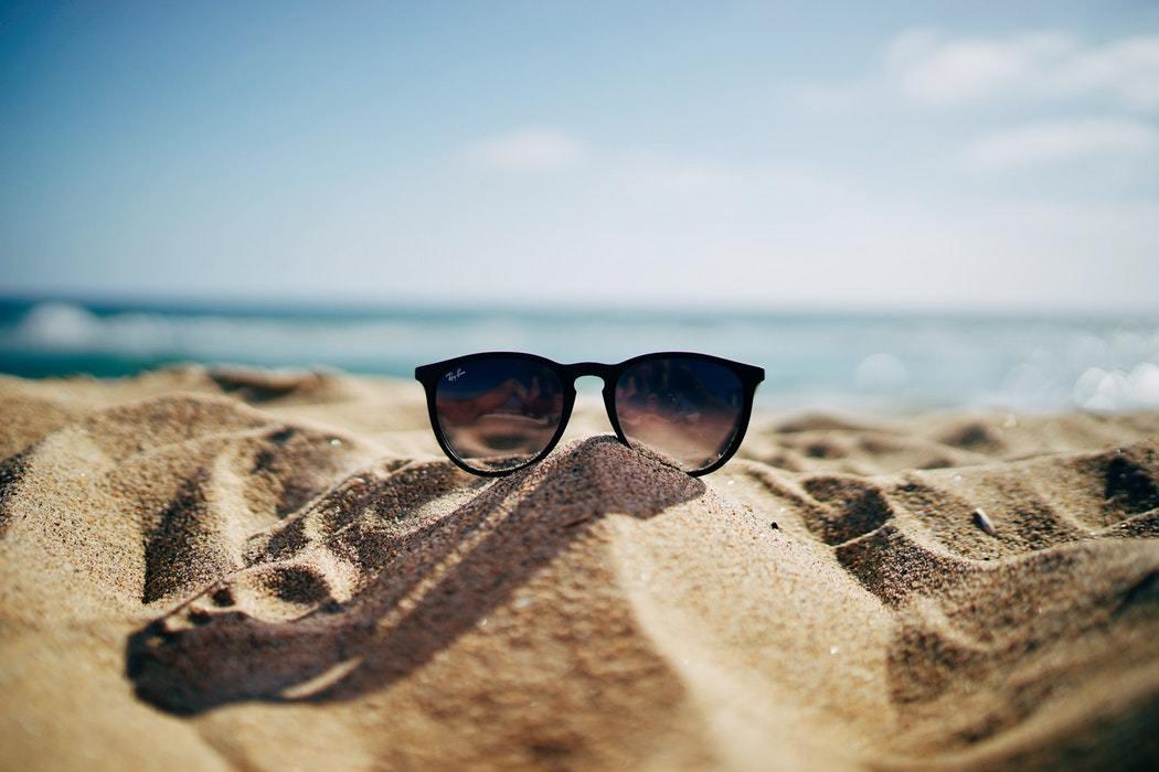 砂浜 サングラス