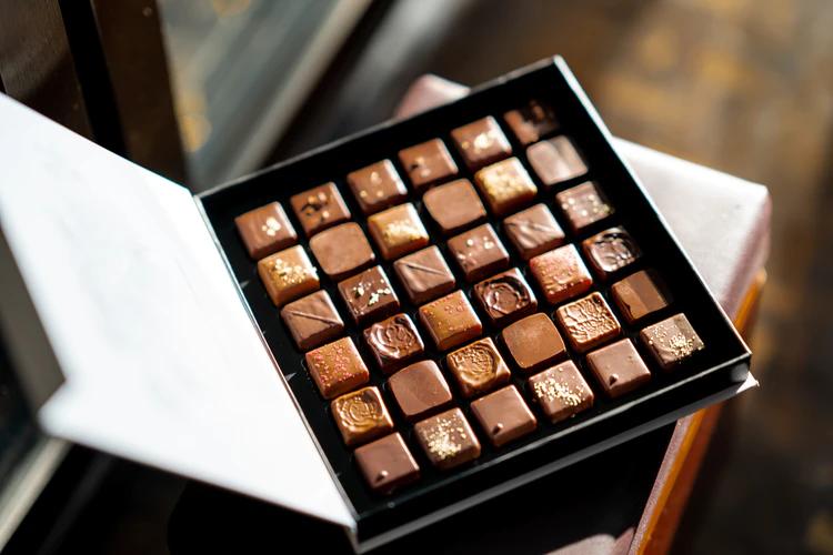 箱に入った美しいチョコレート