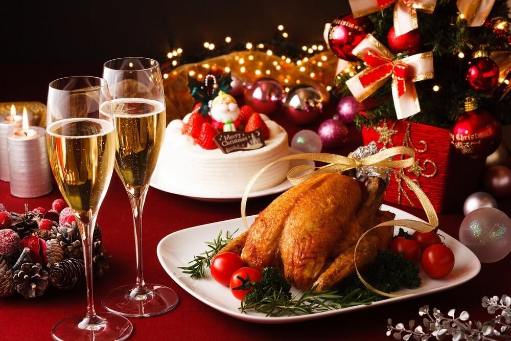 食卓の上に用意されたクリスマスディナー