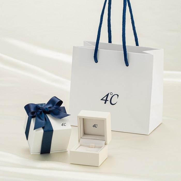 4℃のショップバッグとボックス