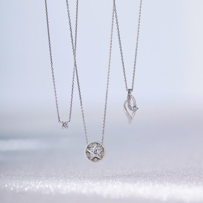 プラチナとダイヤモンドの4℃ネックレス
